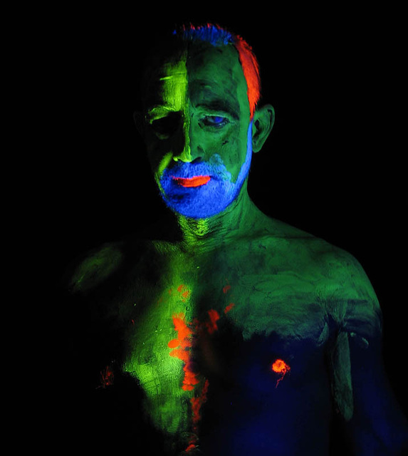 Blacklight/bodypaint session (4)
