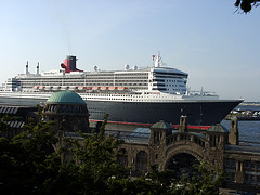 QM2 and Elbetunnel