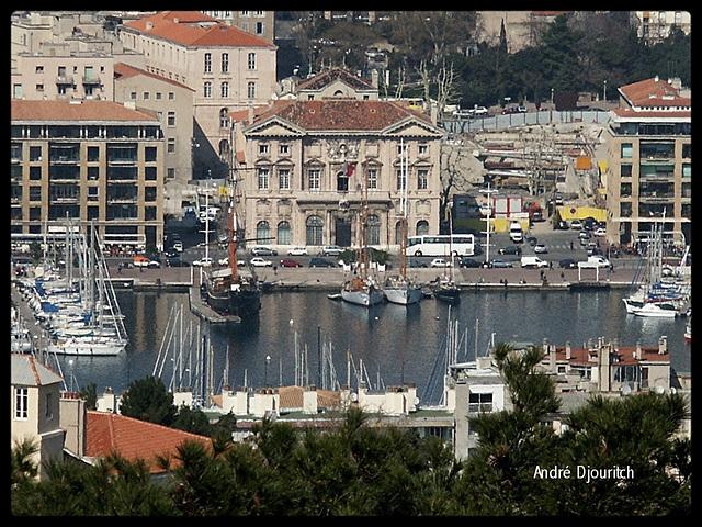 la mairie de marseille & vieux port