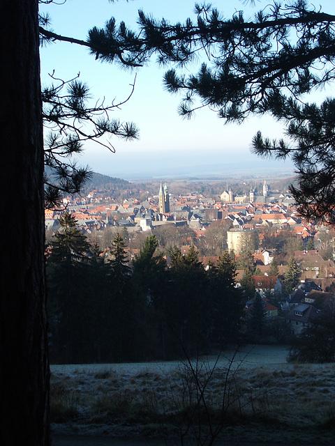 Goslar: Blick am Drachenflugplatz vor dem Aussichtpunkt hist. Turm und Lokal Maltermeister (Grubenholzverwalter)