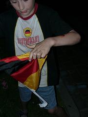 07040021_Deutschlandflagge zerreissen