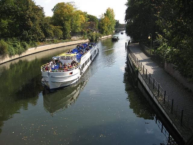 Berlin, river Spree (1)