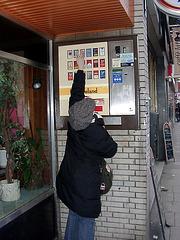 Zigarettenautomat mit spezieller Form der Kindersicherung