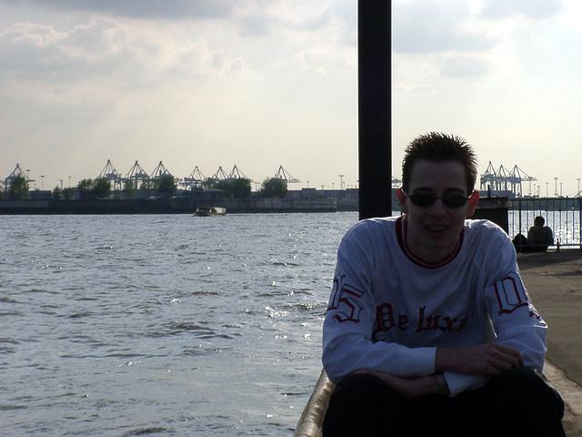 Pierre mit eigenartiger Sonnenbrille