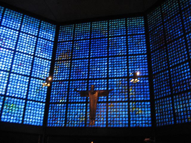 Berlin, Kaiser-Wilhelm-Gedächtnis-Kirch, modern high-altar (2)