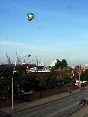 Heissluftballon mit Winkewinketüchchen