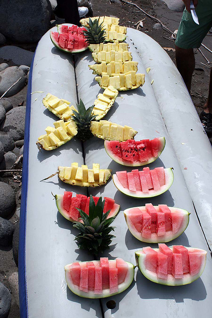 18. HOW TO CUT A PINEAPPLE IN 3 MIN.