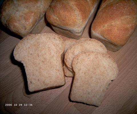 Viola's licht volkorenbrood (aangesneden)
