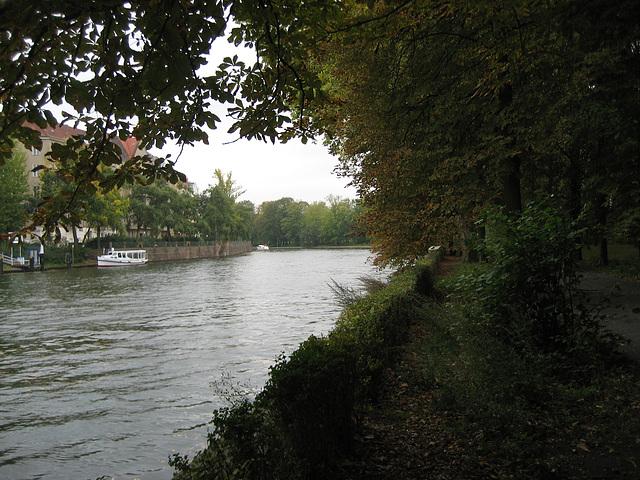 Berlin, river Spree (2)