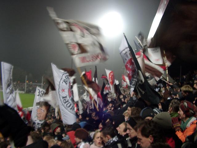St. Pauli - Hertha II, Blick über Gegengerade