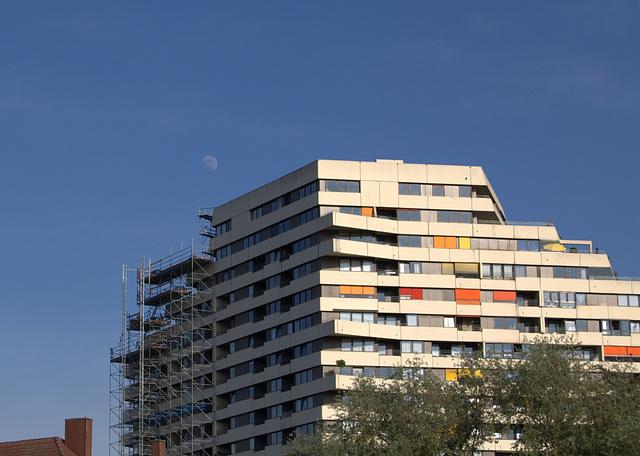 Mond über dem Donaucenter