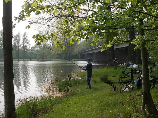 Angler an den Ricklinger Teichen