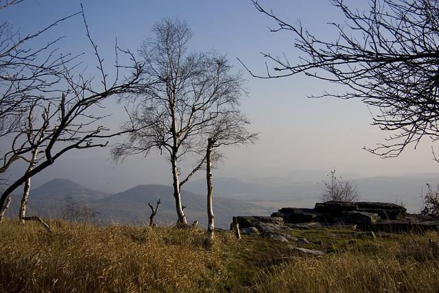 Böhmisches Mittelgebirge, vom Hohen Schneeberg aus gesehen