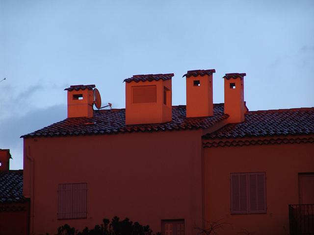 Coucher de soleil sur cheminées