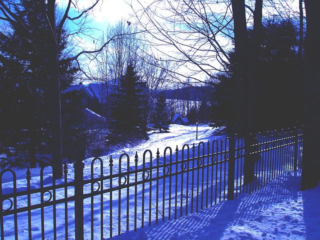 Near the famous abbey of St-Benoit-du-lac / Tout près de l'abbaye de St-Benoit-du-lac.  7 Février 2009- Effet nuit avec photofiltre   /  Night effect photofilter artwork
