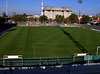 Blick von Südtribüne, halbe Höhe Sitzplätze aufs Feld