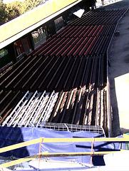 Blick von Sitzplatzbereich Südkurve auf Haupttribüne