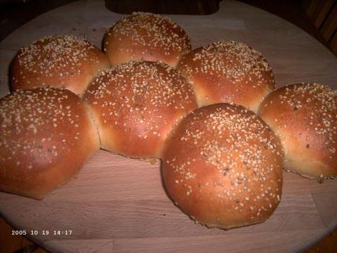 Broodjes voor hamburgers en hotdogs met sesamzaad