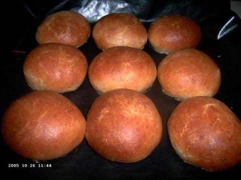 Speltbroodjes voor hamburgers en hotdogs