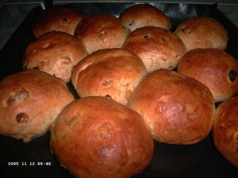Spelt-rozijnenbroodjes