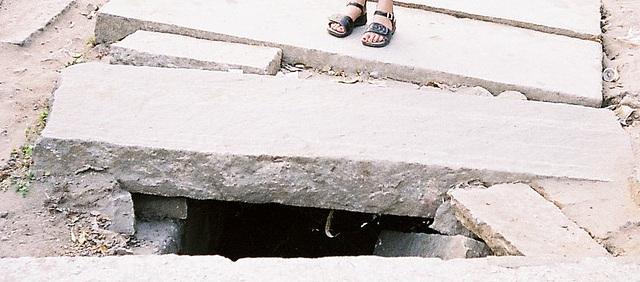 Bangalore Pavement - hesitant footsteps.