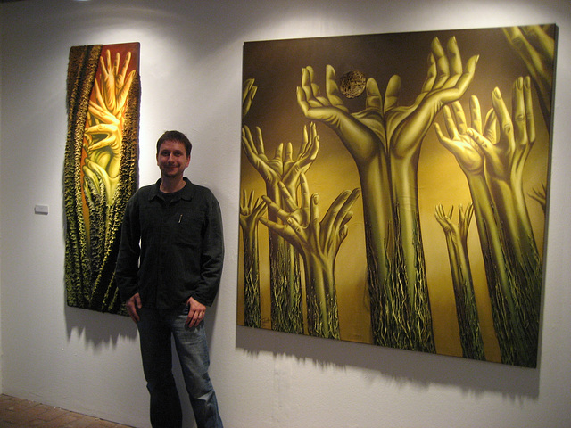 Spandau (Gotic House), the painter Uwe Tabatt between two of his works