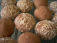 Whole Wheat Sandwich Bread with Oats and Pecans
