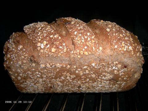 Whole Wheat Sandwich Bread with Oats and Pecans 3