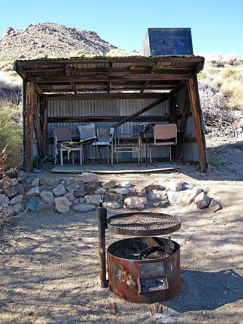 Cabin In Striped Butte Valley (4294)