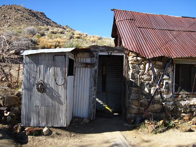 Cabin In Striped Butte Valley (4282)