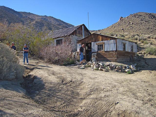 Cabin In Striped Butte Valley (4279)