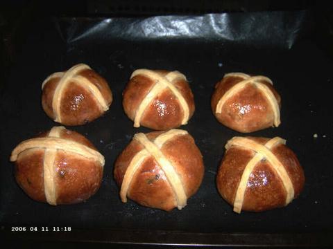 Pittige Paasbroodjes