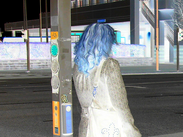Aladin Swedish blond Lady in hammer heeled boots /  Blonde Suédoise en bottes à talons marteaux - Helsingborg / Suède.  22 Octobre 2008- Négatif