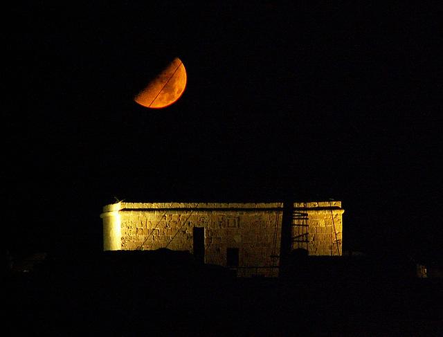 Mond über Paphos