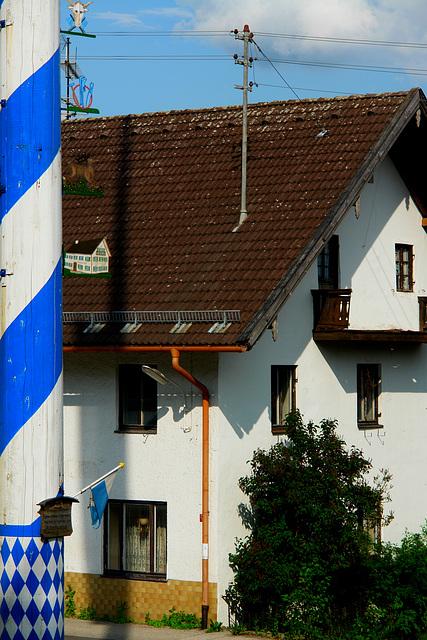 """Icking - Maibaum und Gasthof """"Zum Klostermaier"""""""