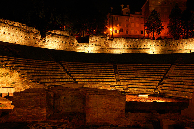 Trieste, Roman theatre (by night)