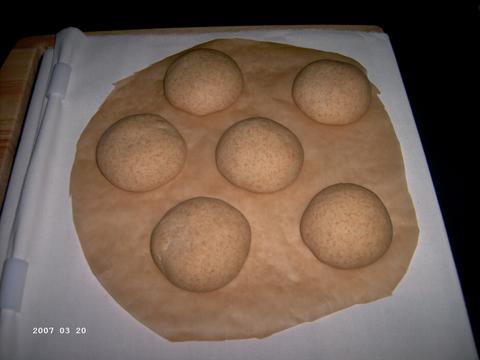 Broodjes aan het rijzen op de SP voor ze op de ovensteen gaan