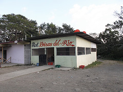 Restaurante brisas del rio.