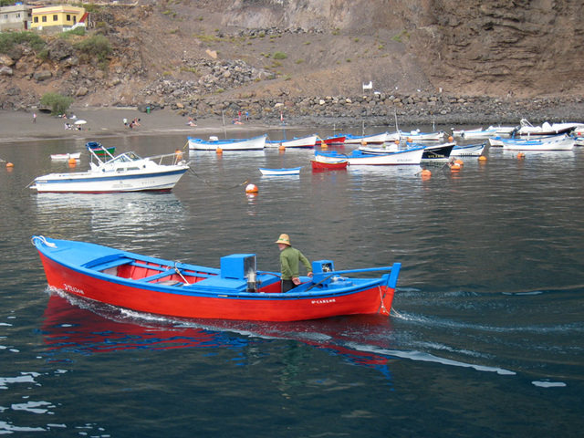 IMG 1799 ein Fischerboot kommt zurück