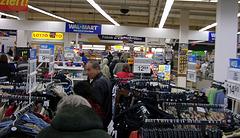 Warteschlange durch den kompletten Walmart