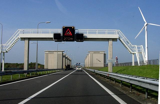 Liftingbridge ahead