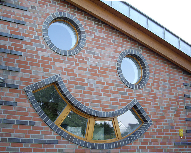 Fassade am Kindergarten / Windows in playshool