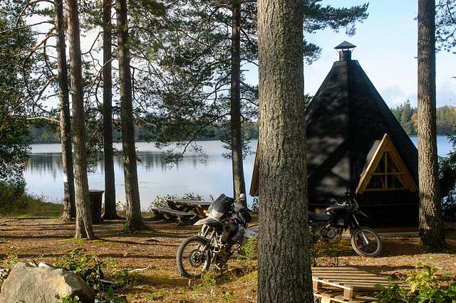 Gut Mopeds vor der Hütte