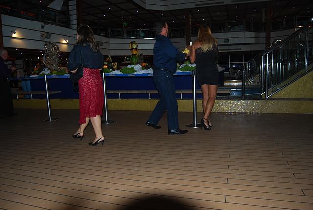 Croisière et talons hauts / Cruise & high heels - Photo originale