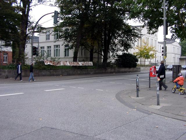 Hamburg ist Braun-Weiss
