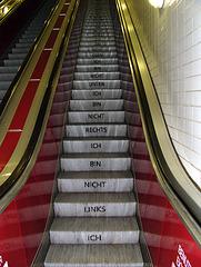 Und nächstes Mal behauptet sie, sie sei keine Rolltreppe?