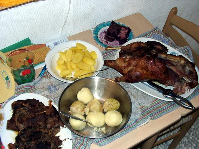 Christmas-familydinner - plates