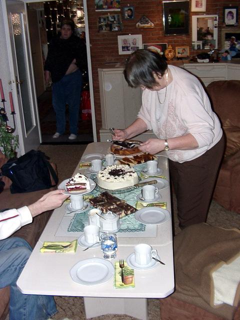 Grandma gives the cake :o)