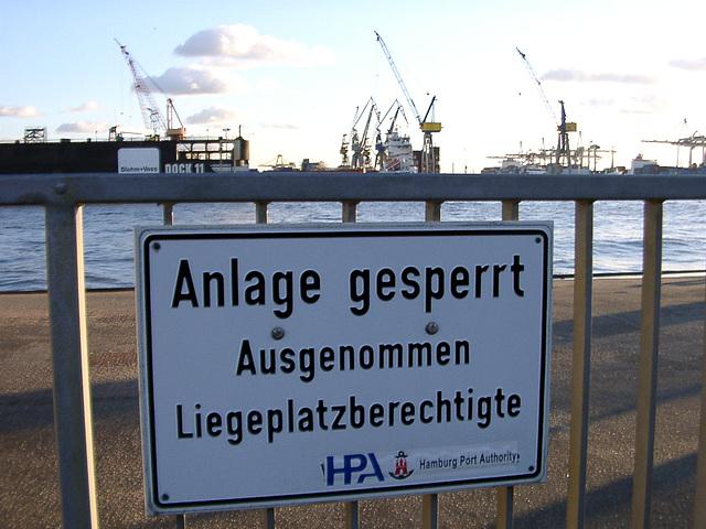 "Hamburg Port Authority (or just ""Hamburg Hafenamt""?)"