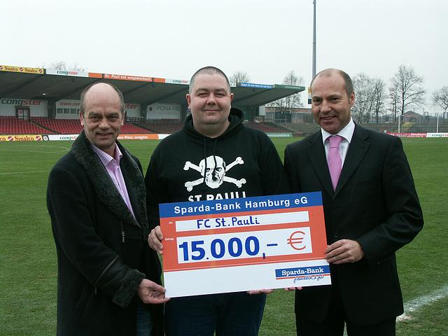 Sparda-Bank Hamburg: 15.000 Euro Spende zur Förderung des Amateursports des FC St. Pauli